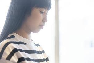 女の子の横顔の写真素材 [FYI02932289]