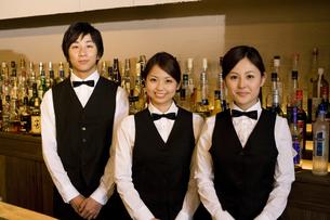 男女の従業員3人の写真素材 [FYI02932415]