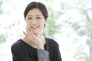 笑顔の中高年女性の写真素材 [FYI02932649]