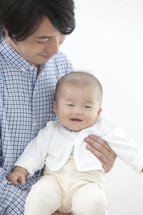 父親と赤ちゃんの写真素材 [FYI02932797]