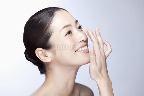 中年女性の美容イメージの写真素材 [FYI02933027]