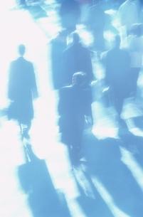 通勤時のビジネスマンの写真素材 [FYI02933186]