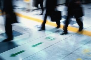 通勤するビジネスマンの写真素材 [FYI02933197]