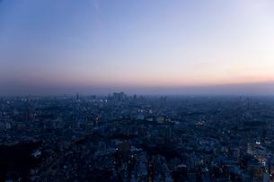 夕暮れの新宿副都心の写真素材 [FYI02933493]