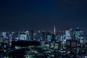 夕暮れの東京タワーの写真素材 [FYI02933521]