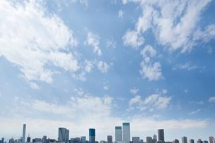東京湾岸のビル群の写真素材 [FYI02933615]