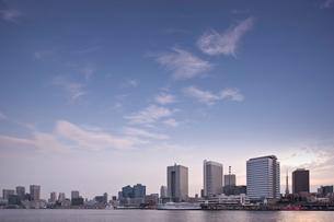 夕暮れの日の出桟橋の写真素材 [FYI02933627]