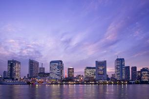 夕暮れの竹芝 日の出桟橋の写真素材 [FYI02933633]