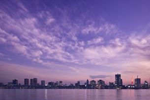 夕暮れの東京湾の写真素材 [FYI02933647]