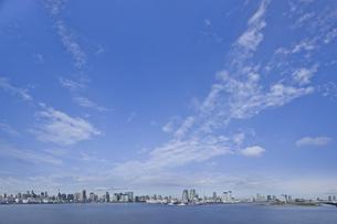 お台場から見た東京湾岸パノラマの写真素材 [FYI02933660]