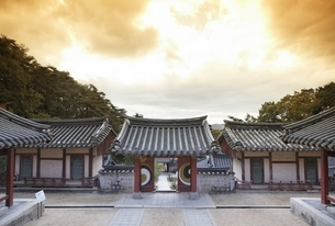 gate, Dosan Seowon, Dosan Confucian Academyの写真素材 [FYI02934267]