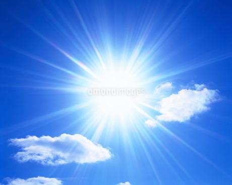 太陽と雲の写真素材 [FYI02934414]
