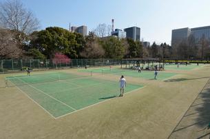 日比谷公園のテニスコートの写真素材 [FYI02934836]