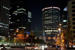 夜景 梅田新道交差点から梅田方面を望むの写真素材 [FYI02934967]