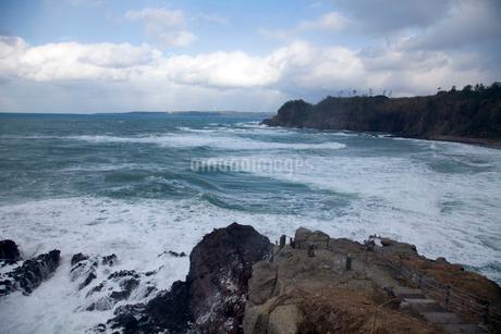 冬の日本海 能登金剛の写真素材 [FYI02935332]