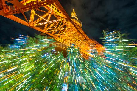 東京タワーライトアップとクリスマスツリーの写真素材 [FYI02935650]