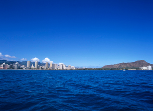 ワイキキビーチとダイアモンドヘッド ハワイの写真素材 [FYI02935712]