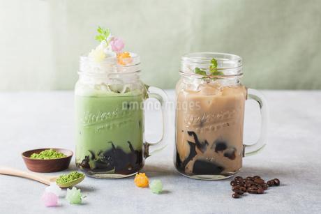 抹茶と珈琲ゼリージャーの集合イメージの写真素材 [FYI02935730]