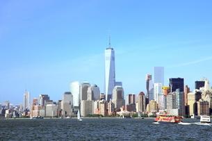海から見たマンハッタンの写真素材 [FYI02935732]
