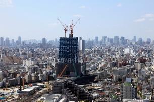 イーストコア曳舟二番館より望む東京スカイツリーの写真素材 [FYI02935823]
