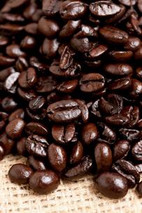コーヒー豆 イタリアンローストの写真素材 [FYI02935994]