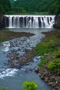 沈堕の滝 雄滝 スローシャッターの写真素材 [FYI02936055]
