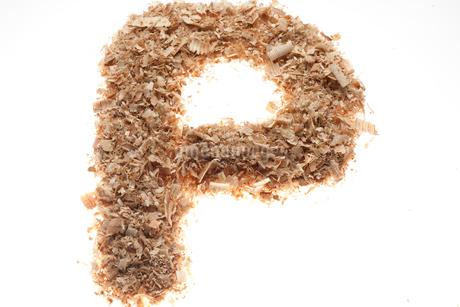 アルファベットのP(おがくず)の写真素材 [FYI02936097]