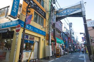 六郷通り商店街の写真素材 [FYI02936121]