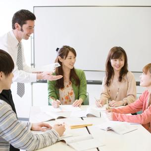 英会話教室の授業風景の写真素材 [FYI02936298]