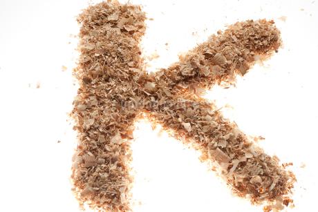 アルファベットのK(おがくず)の写真素材 [FYI02936299]