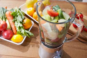 野菜ジュースイメージの写真素材 [FYI02936359]