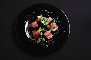 牛肉とゆで野菜の写真素材 [FYI02936451]