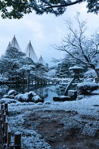 金沢兼六園の冬景色の写真素材 [FYI02936500]