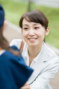 微笑む女性の写真素材 [FYI02936750]