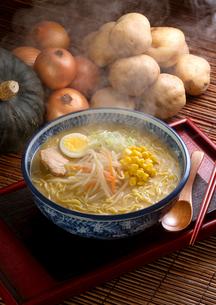 みそラーメンと野菜の写真素材 [FYI02937080]