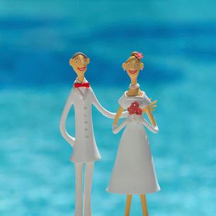 新郎新婦と海 クラフトの写真素材 [FYI02937117]