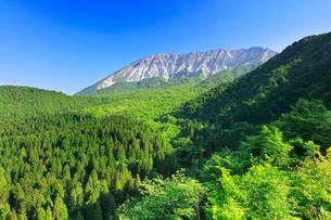 大山に快晴の空の写真素材 [FYI02937407]