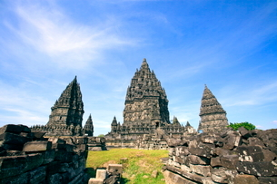 インドネシア ジャワ島 プランバナン寺院史跡公園の写真素材 [FYI02937681]