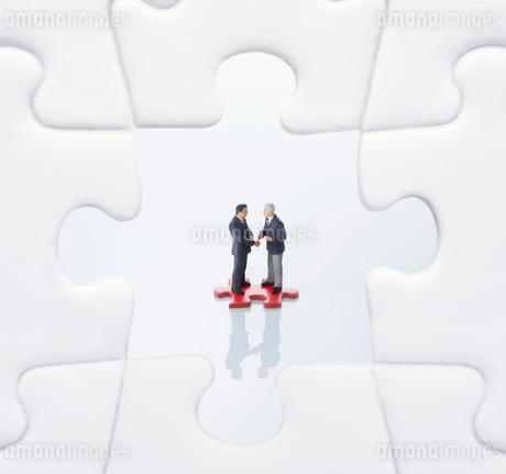ビジネス業務提携イメージの写真素材 [FYI02938016]