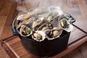蒸し牡蠣の写真素材 [FYI02938135]