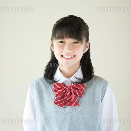 微笑む中学生の写真素材 [FYI02938235]