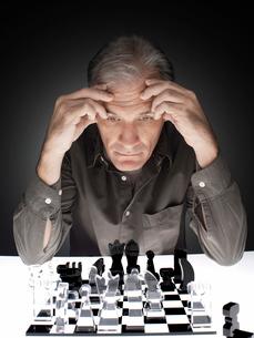 Man playing chessの写真素材 [FYI02938729]
