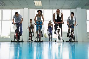 Group indoor cyclingの写真素材 [FYI02938777]