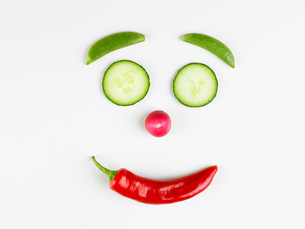 Smiley face made of vegetablesの写真素材 [FYI02939167]