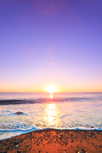七里御浜に元日・初日の出の写真素材 [FYI02939274]