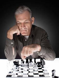 Man playing chessの写真素材 [FYI02939506]