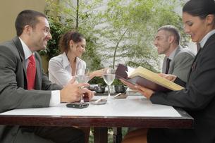 Business meeting in restaurantの写真素材 [FYI02939756]