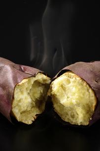 焼き芋の写真素材 [FYI02939855]