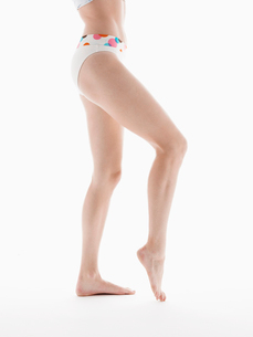 Young woman in bikini bottomsの写真素材 [FYI02940168]