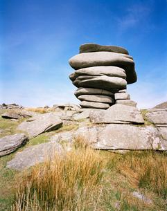 Stacked stones on rocky hillsideの写真素材 [FYI02940288]